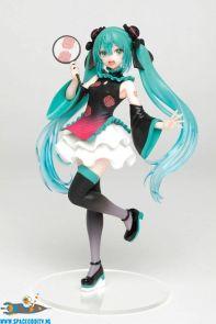 te koop-anime-winkel-nederland-amsterdam-Hatsune Miku Vocaloid pvc statue Mandarin Dress ver. 18 cm