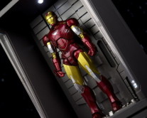 Iron Man S.H.Figuarts Iron Man Mark VI & Hall Of Armor Set